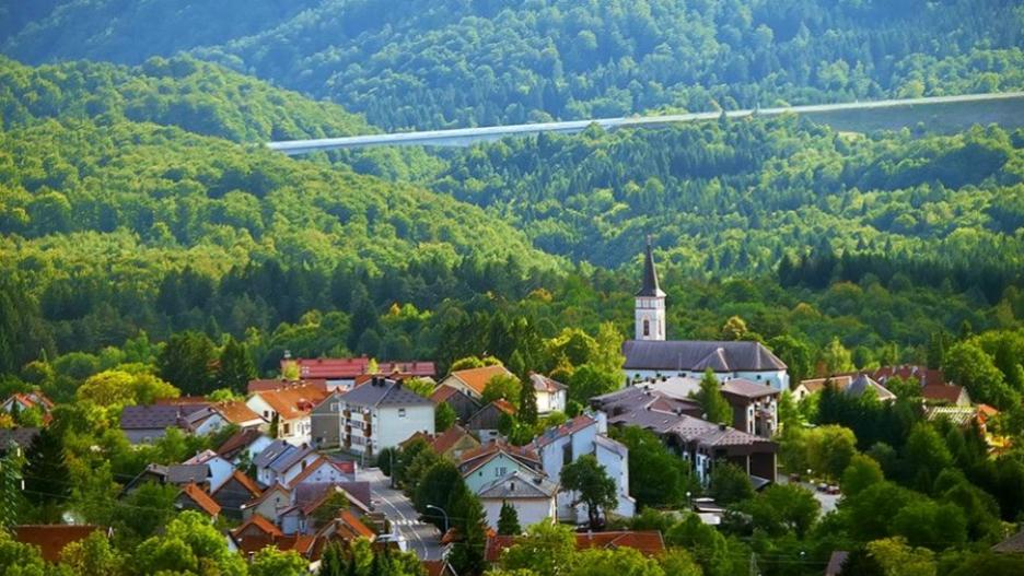 """Intervju: Može li pandemija koronavirusa pokrenuti povratak korijenima? Grad Vrbovsko – primjer dobre prakse """"Misli globalno, djeluj lokalno!"""""""